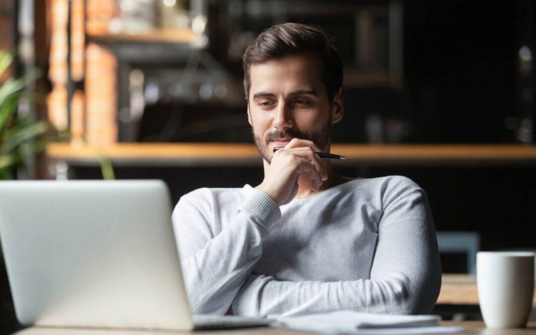 Commencer son activité d'auto-entrepreneur en ligne